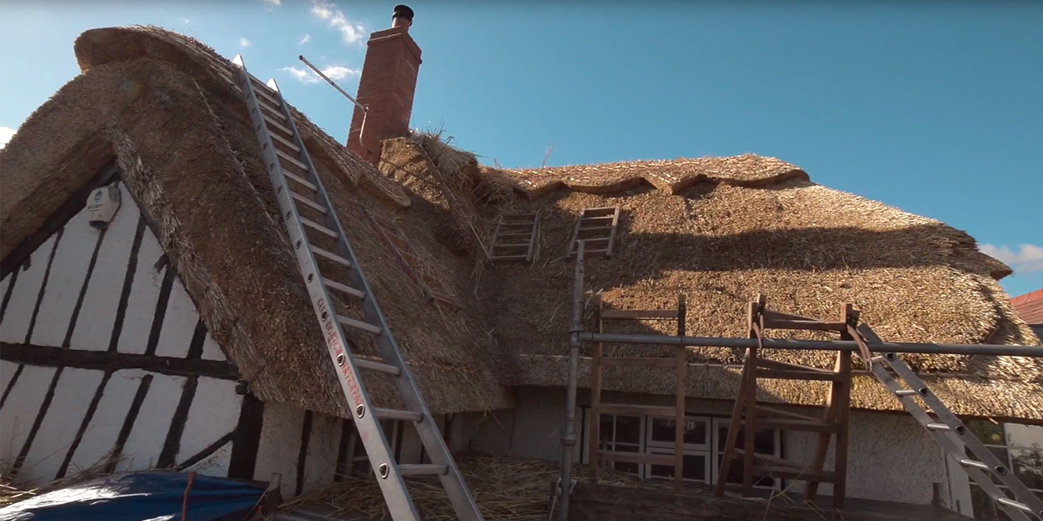 applied-top-layer-of-thatch