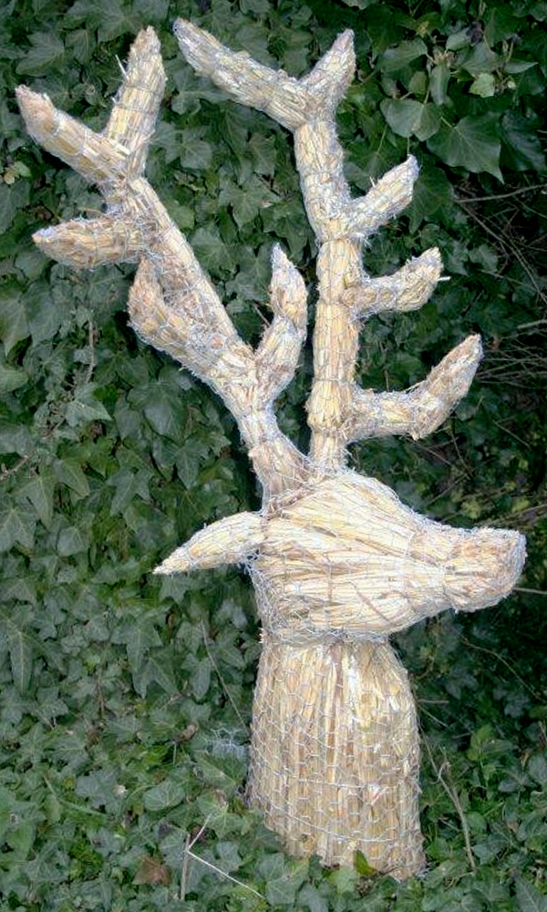 straw-store-stags-head-01